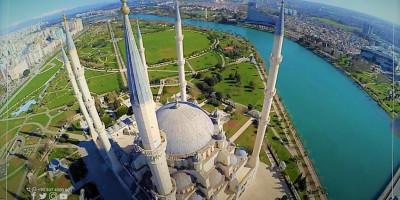 Que savez-vous de la mosquée centrale Sabanci à Adana?
